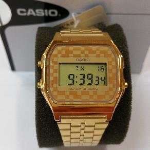 387f2c18c086 Reloj Casio digital pulsera dorada y esfera con efecto mosaico estilo  vintage