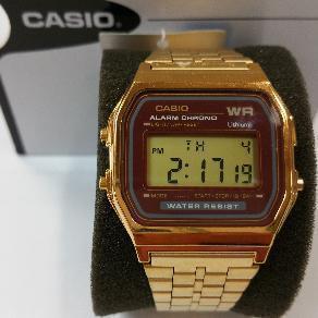8a55c179ecd7 Reloj Casio digital pulsera dorada y esfera en color granate estilo vintage